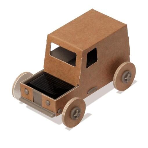 auto met zonnepaneel