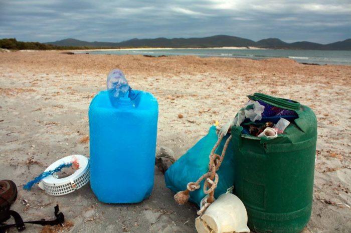 beach cleanup Porto Pino Sardinië